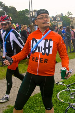 Drinking and sports: Still a question of how much and when. Smoking, however? That can't be good for the VO2 Max... - TIM MOREILLON /FLICKR