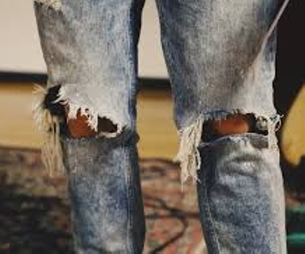 Look closely, that's hardwood floor and a carpet behind those ripped jeans. - PXHERE.COM