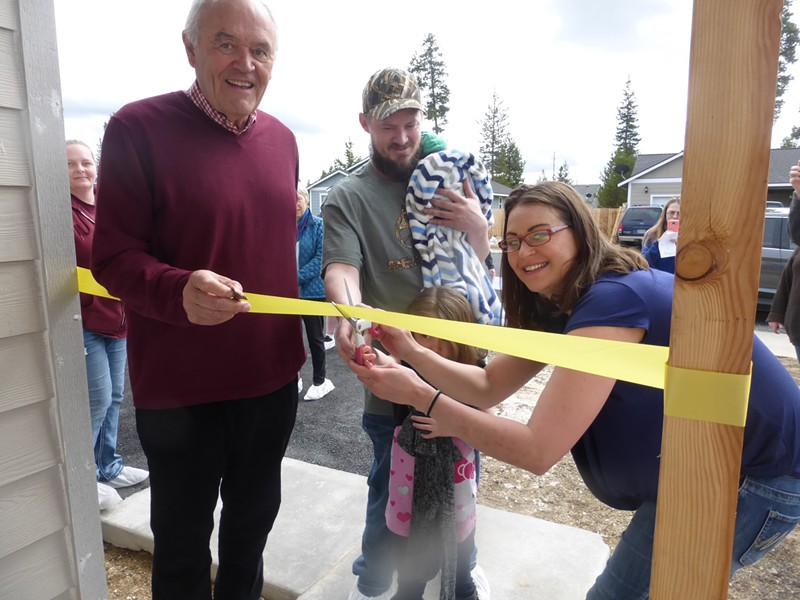 Previous Habitat for Humanity homeowners entering their home for the first time. - HABITAT FOR HUMANITY OF LA PINE-SUNRIVER