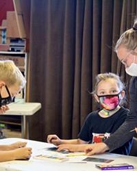 Noticias en Español: luchan con la educación impartida en línea en medio de la pandemia COVID-19