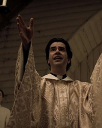 """Hamish Linklater will absolutely convert you to """"Midnight Mass."""""""