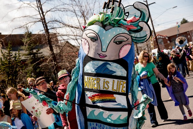 Los Guardianes de la Tierra, obra de arte del artista local Teafly, este año no encabezarán un desfile, pero estará compartiendo la historia de su origen para la audiencia joven. - ENVIRONMENTAL CENTER