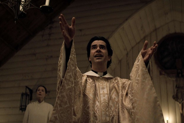 """Hamish Linklater will absolutely convert you to """"Midnight Mass."""" - COURTESY NETFLIX"""