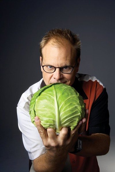 BOWLING FOR FOOD Alton Brown is at the Wells Fargo Center on Oct. 25.