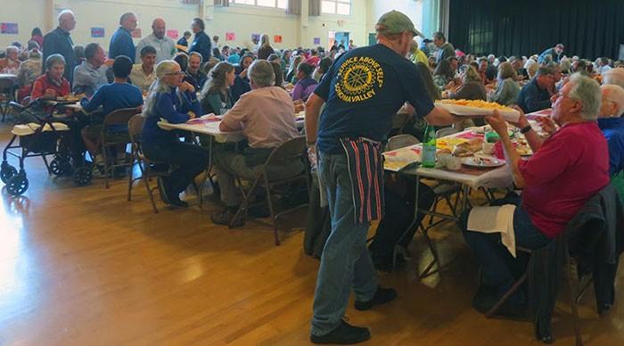GOOD NEIGHBORS The Sonoma Community Center hosts its 58th annual free Thanksgiving dinner Nov. 27 at the Sonoma Veterans Memorial Hall.