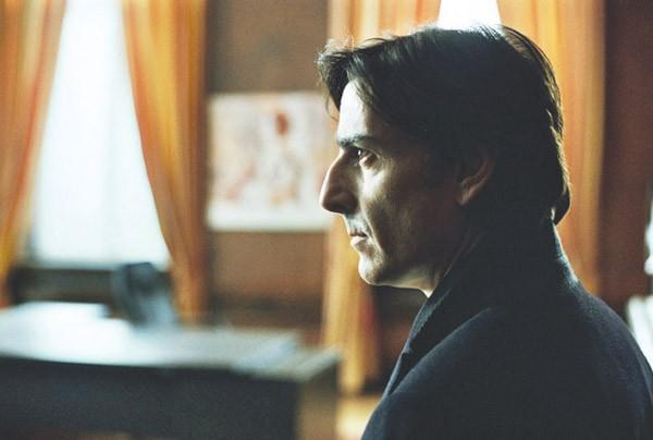 HIDDEN SECRETS Yvan Attal plays a secret adulterer and gambler.