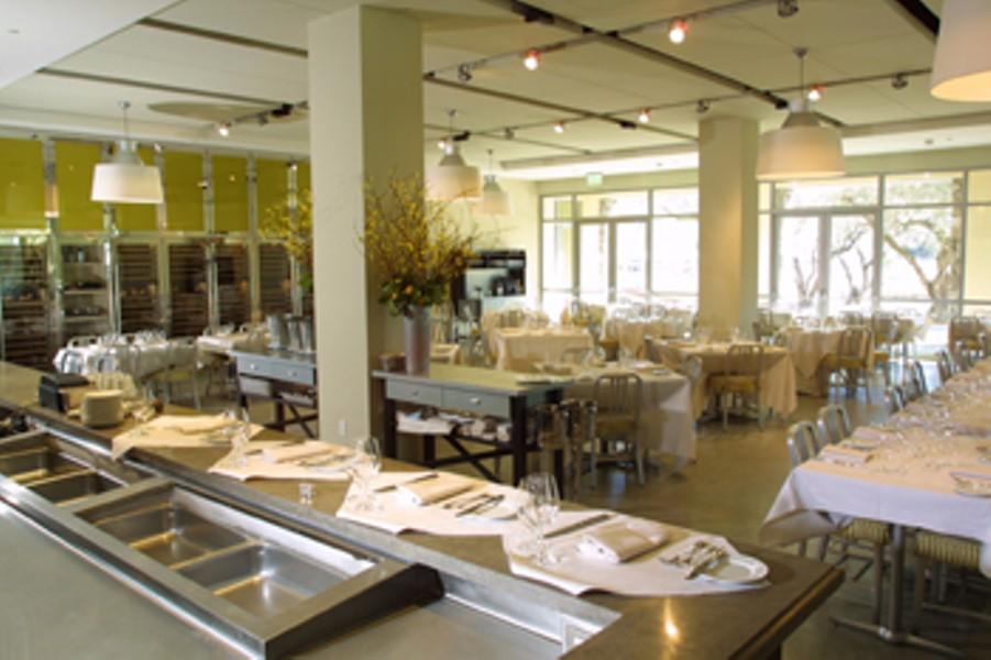 dining-0506-1.jpg