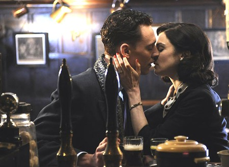LAST CALL Tom Hiddleston and Rachel Weicz experiment with hopelessness.