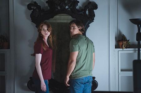 REFLECTIVE Karen Gillan and Brenton Thwaites get spooked in 'Oculus.'