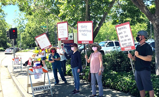 Memorial Hospital Workers Protest Proposed Contract