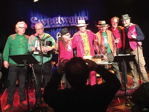 OLD-SCHOOL CHRISTMAS North Bay institution The Christmas Jug Band makes the season that much brighter.