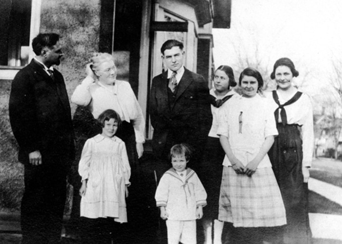 A photo of Dr. Clarence E. Hemingway (top left) and his wife, Grace Hall Hemingway (second from left), with their children, Carol, Ernest (top center), Leicester (bottom center), Ursula, Sunny, and Marcelline in Oak Park, Illinois, circa 1917. - FAMILY PHOTO/WIKIMEDIA COMMONS