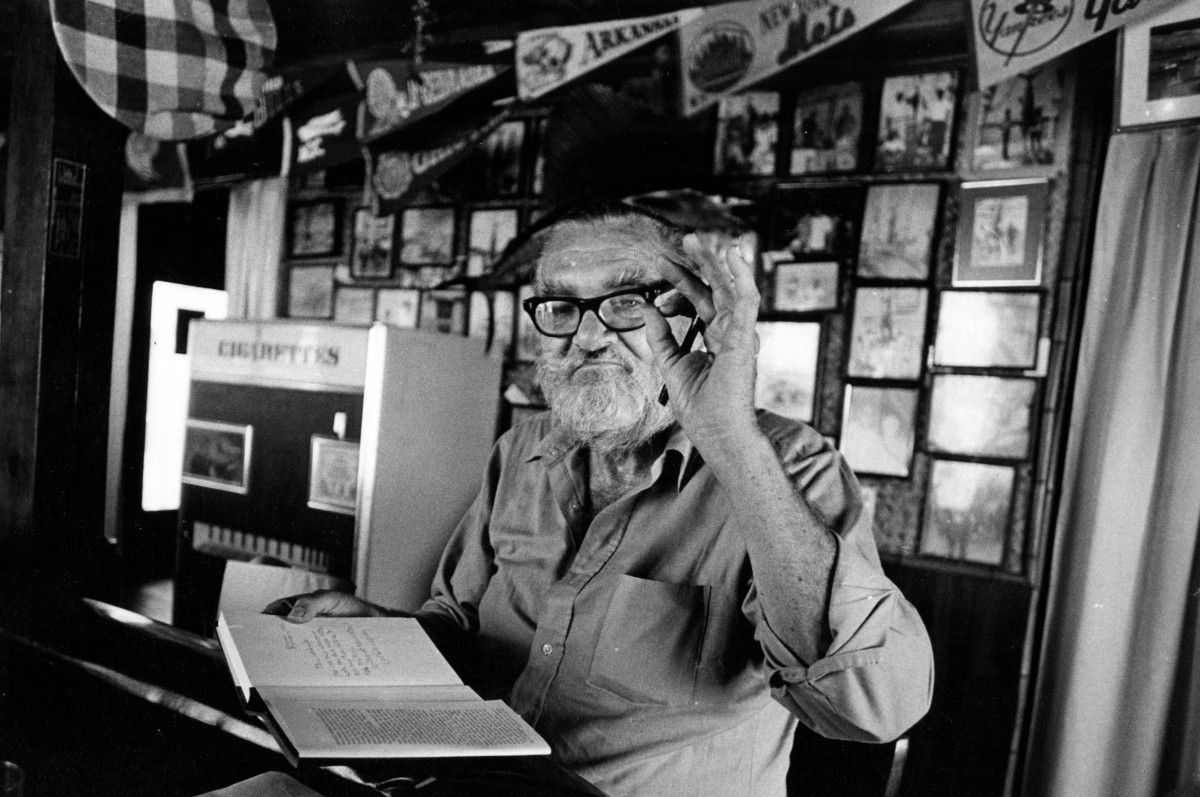 Les Hemingway signs copies of his book My Brother, Ernest Hemingway at Brown's Hotel in Bimini in 1981.