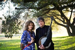LYNNE HARTY - A COUPLE OF BANJO PLAYERS: Abigail Washburn and Béla Fleck