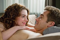 FOX - A FINE ROMANCE: Anne Hathaway and Jake Gyllenhaal in Love & Other Drugs