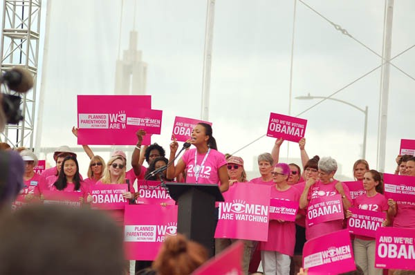 Aisha Tyler speaks to a pumped crowd