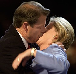 REUTERS/KHUE BUI - Al Gore makes out with his wife Tipper, DNC 2000
