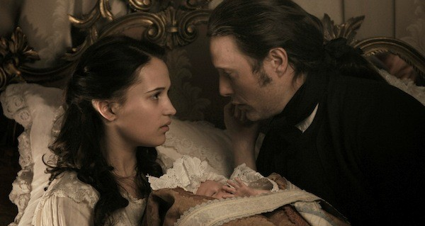 Alicia Vikander and Mads Mikkelsen in A Royal Affair (Photo: Magnolia)