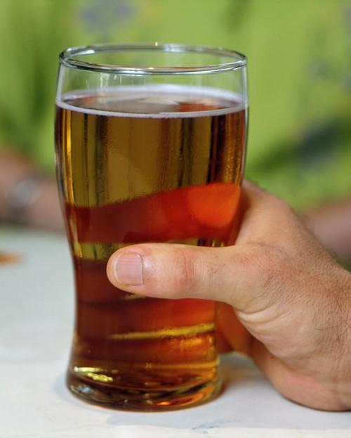 beer-in-pint-glass-held-in-