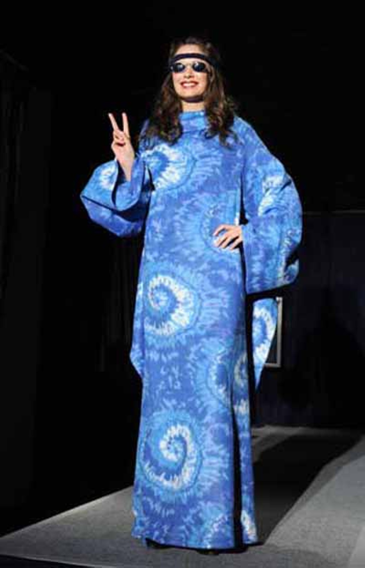 benefit the snuggie ball for dining with friends see do