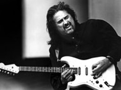 ROBERT BARCLAY - Coco Montoya at the Double Door Inn on Thursday