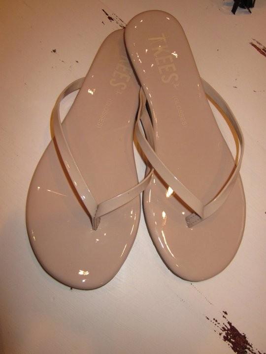 Coral Boutique - Nude flip flops