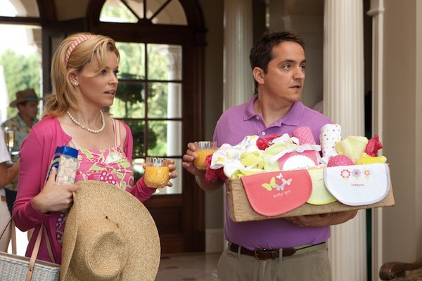 Elizabeth Banks and Ben Falcone in What to Expect When You're Expecting (Photo: Lionsgate)