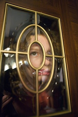LAURIE SPARHAM / NEW LINE - GLASS EYE: Lyra (Dakota Blue Richards) sneaks a peek in The Golden Compass.