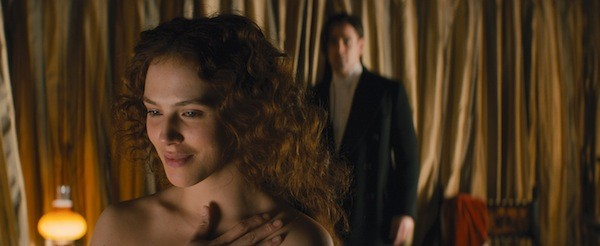 Jessica Brown Findlay and Colin Farrell in Winter's Tale (Photo: Warner Bros.)