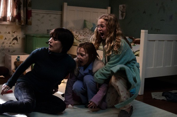 Jessica Chastain, Isabelle Nelisse and Megan Charpentier in Mama (Photo: Universal Pictures)