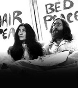John Lennon and Yoko Ono in bed for peace