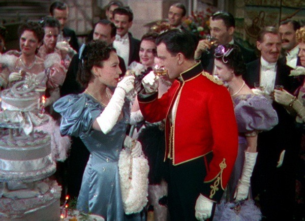 June Duprez and John Clements in The Four Feathers (Photo: Criterion)