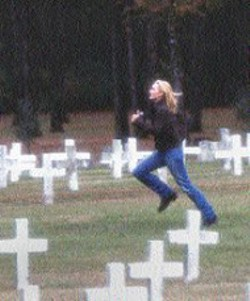 DAVID APPLEBY/UNIVERSAL - JUST KILL ME NOW Kate Winslet sprints across a - cemetery to save a man's life in one of the many - heavy-handed scenes that make up The Life of - David Gale