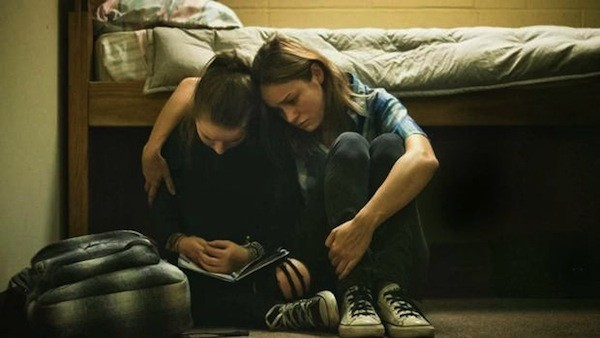 Kaitlyn Dever and Brie Larson in Short Term 12 (Photo: Cinedigm)