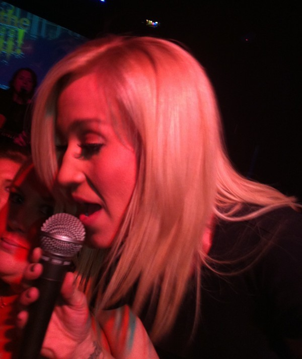Kellie Pickler gets up close and personal at Whiskey River