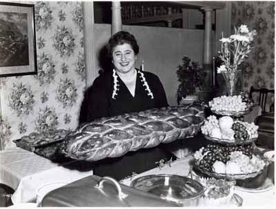 MAKING LOTS OF DOUGH: Gertrude Berg, as seen in Yoo-hoo, Mrs. Goldberg. (Photo: Courtesy Goldberg Family Estate)