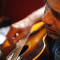Malcolm Holcombe offers simple approach to folk music
