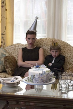 K.C. BAILEY / THE WEINSTEIN CO. - PARTY POOPERS: Annie (Scarlett Johansson) and Grayer (Nicholas Art) in The Nanny Diaries
