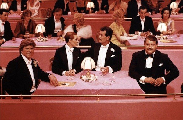 PRETTY IN PINK: Robert Preston, Julie Andrews, James Garner and Alex Karras in Victor/Victoria (Photo: Warner)