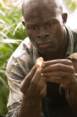 JAAP BUITENDIJK / WARNER & VIRTUAL STUDIOS - ROMANCING THE STONE Solomon (Djimon Hounsou) is struck by the rock's beauty in Blood Diamond