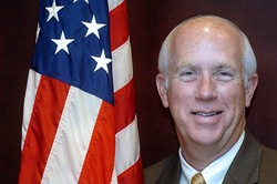 DEIRDRE LAIR/CHARLOTTE OBSERVER/MCT (NEWSCOM - THE MAN WITH TWO BRAINS?: Jim Pendergraph