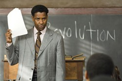DAVID LEE / THE WEINSTEIN COMPANY - TO SIR, WITH LOVE: Controversial teacher Melvin Tolson (Denzel Washington) receives support from his students in The Great Debaters.