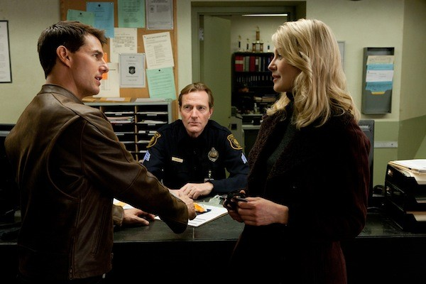 Tom Cruise, Lee Child (the author of the Jack Reacher novels in a cameo) and Rosamund Pike (Photo: Paramount)