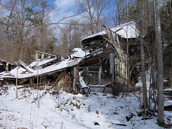 The ruins of the Vardy Community School. (Photo courtesy of Wikimedia Commons)
