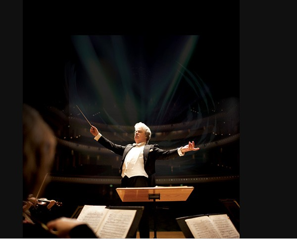 Christopher Warren-Green conducts the Charlotte Symphony