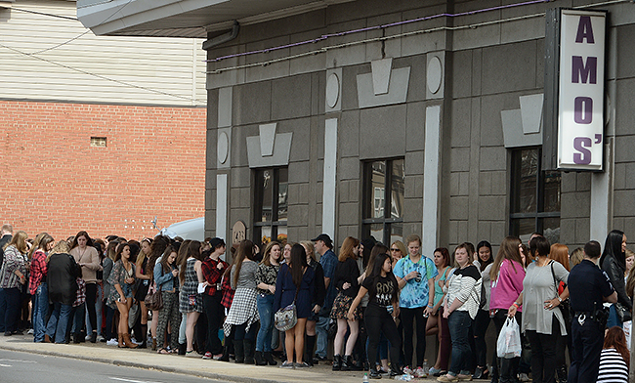 A line forms at the old Amos' location.