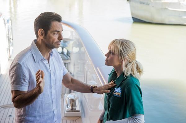 Eugenio Derbez and Anna Faris in Overboard (Photo: Lionsgate)
