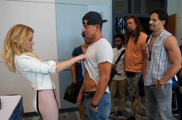 Elizabeth Banks and Channing Tatum (center) in Magic Mike XXL (Photo: Warner)