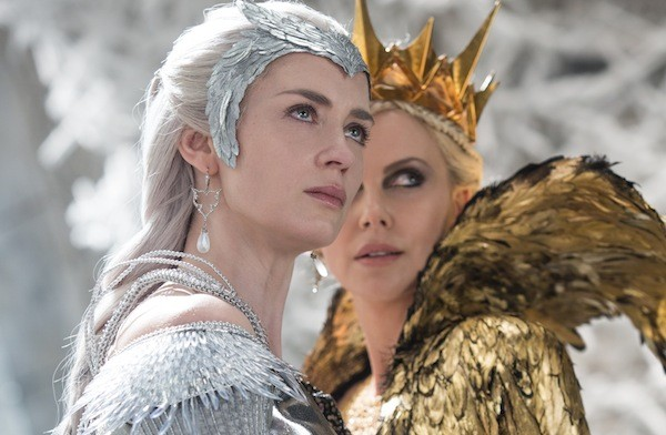 Emily Blunt and Charlize Theron in The Huntsman: Winter's War (Photo: Universal)