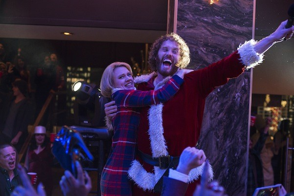 Kate McKinnon and T.J. Miller in Office Christmas Party (Photo: Paramount)